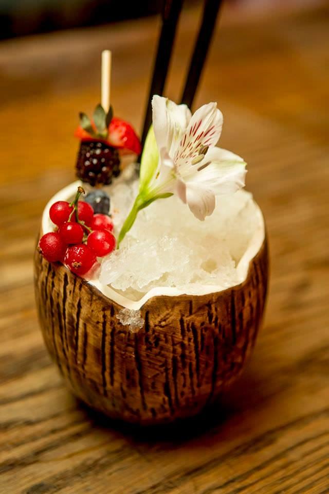 coctele de coco areia