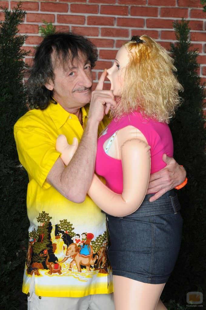 Eduardo Gómez en La que se avecina, con su novia Ana Rosa