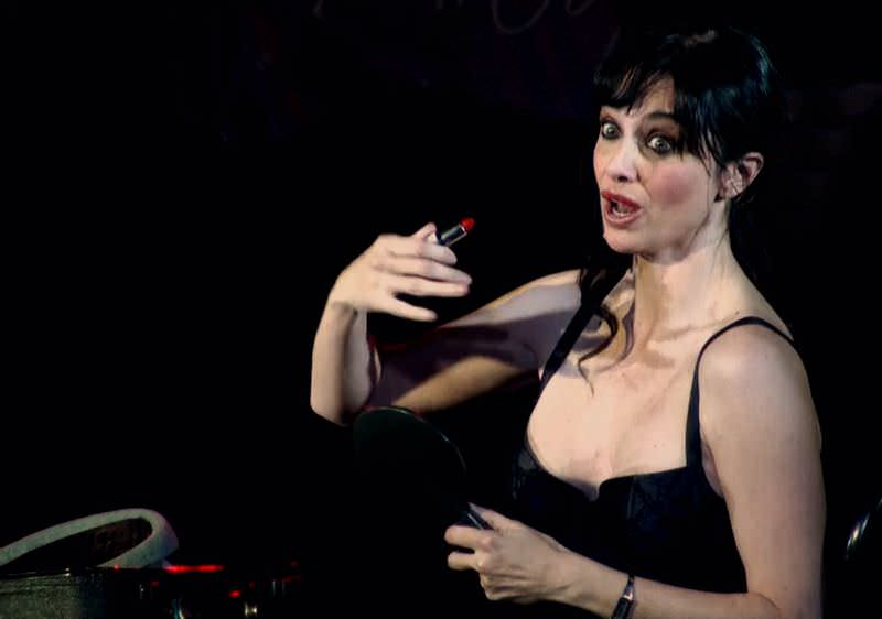Beatriz Rico interpretando a Patricia