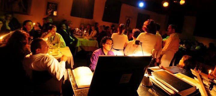 Restaurante durante actuación ópera