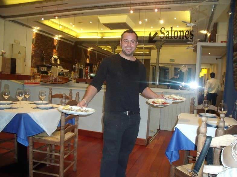 Subasta de platos en El Tinterillo