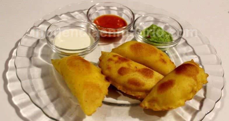 Quesesitas (empanadillas con masa casera de maíz rellenas de mezcla de quesos)