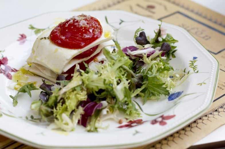 Milhojas de tomate y queso fresco