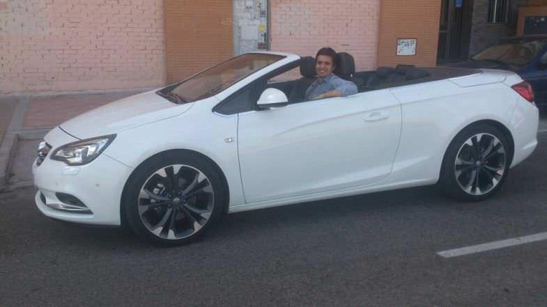 Yo (Carlos) con Opel Cabrio