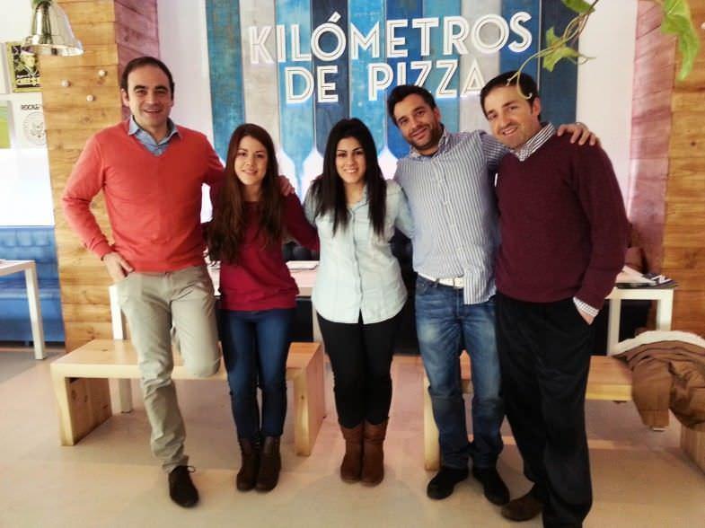 Con Iván, Agustín y carlos, de Kilómetros de Pizza.