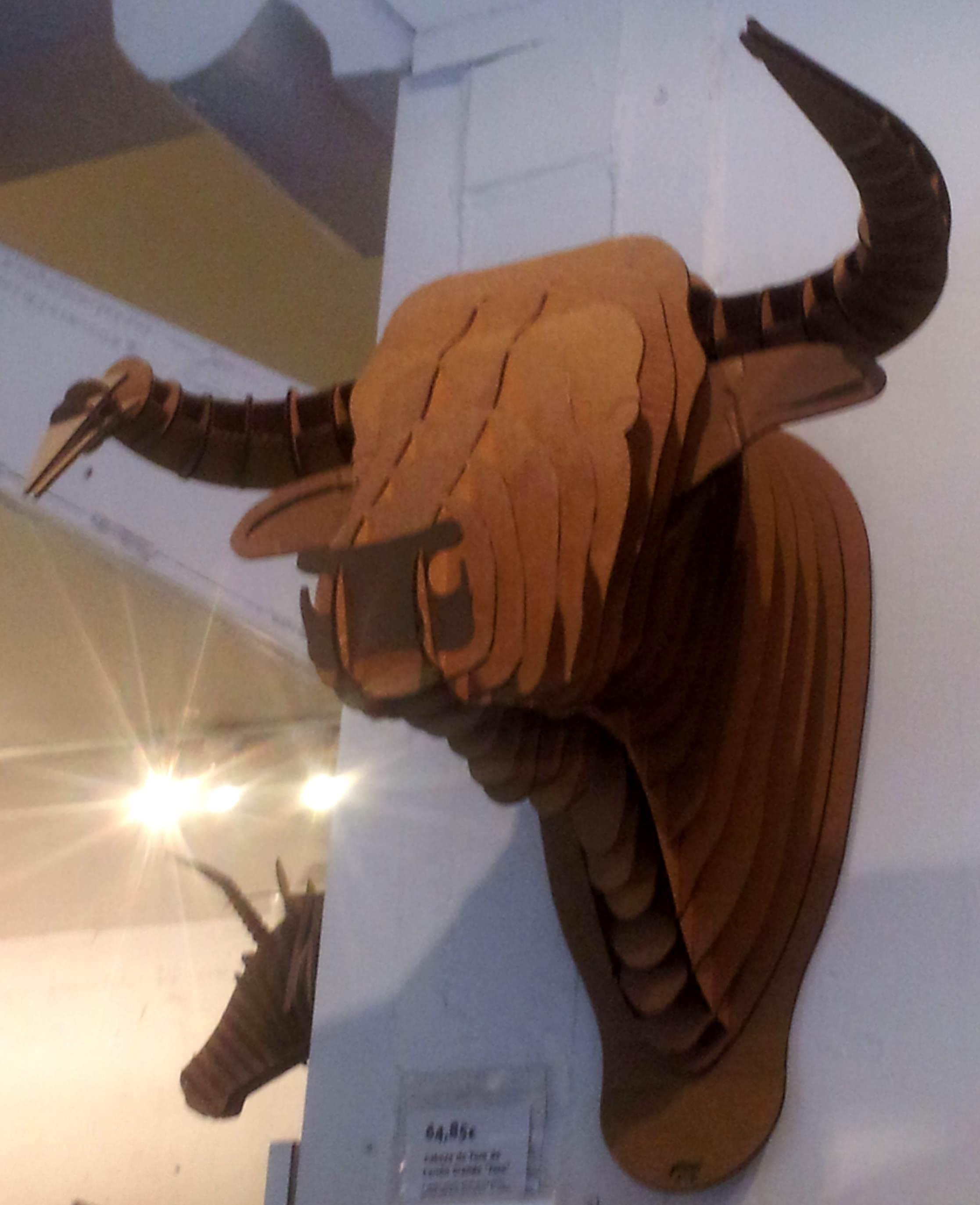 """Cabeza de Toro de Cartón """"Toro Jr."""" de Cardboard Safari"""