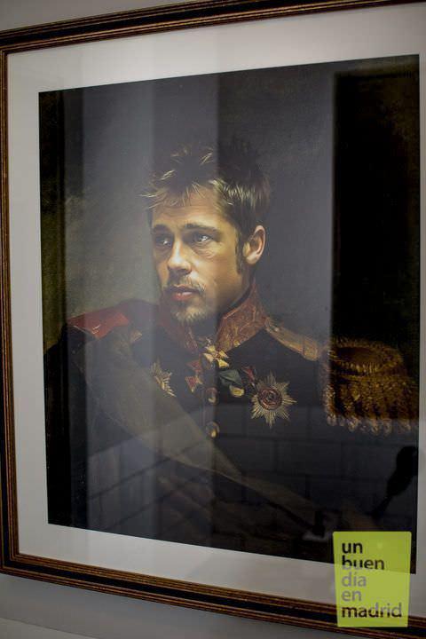 Brad Pitt vestido de noble