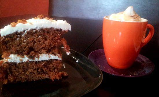 Riquísima carrot cake con café bombón
