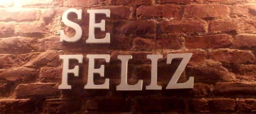 ¡Sé feliz! Filosofía por las paredes