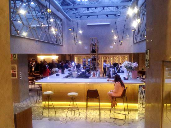 Entrada al Café Colón