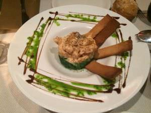 Tempura de langostino con crema Kimuchi con algas wacame