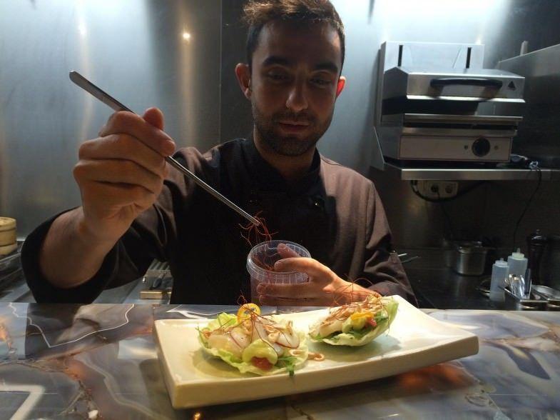 Tacos de vieira con cítricos y emulsión de cebollino