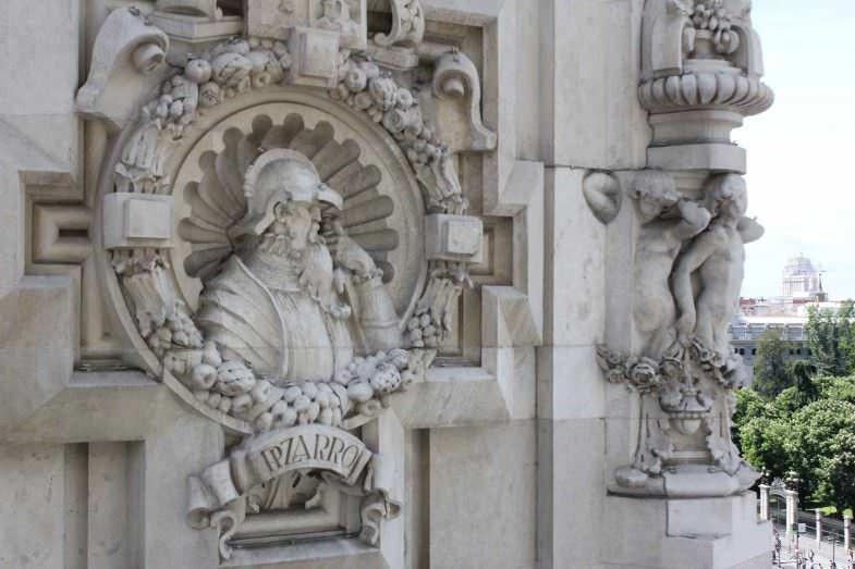 Detalle en piedra del Palacio de Comunicaciones