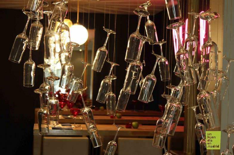 Copas de champán colgantes como decoración