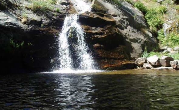 M s piscinas naturales cerca de madrid un buen d a en madrid for Navafria piscinas naturales