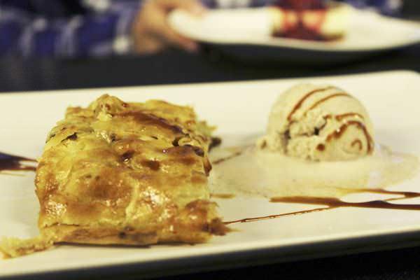 Strudel de manzana con helad de canela