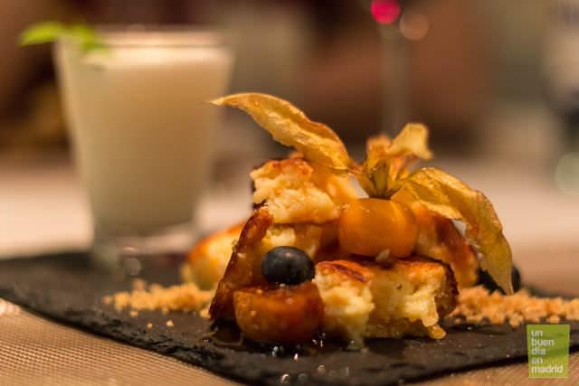tarta rota de queso idiazábal con higos confitados y caramelo de Patxaran