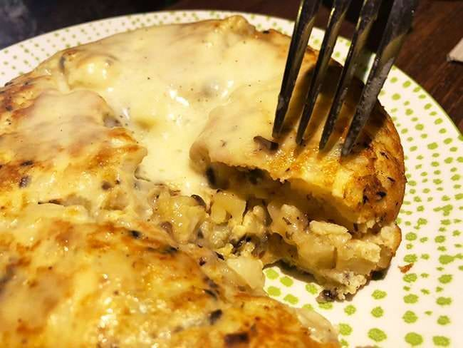 Tortilla trufada con espuma de patata