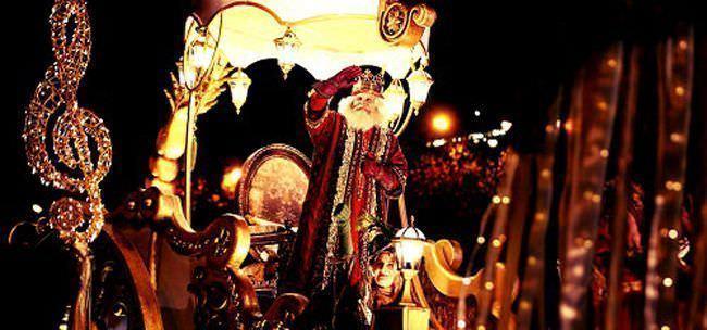 Los Reyes Magos desfilan en la Cabalgata justo antes de venir a casa. ¡Qué nervios!