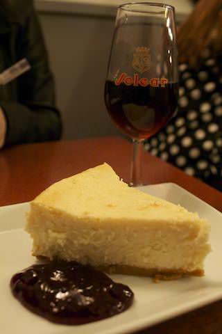 Tarta de queso y vino dulce de naranja