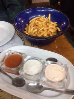 Patatas con salsas