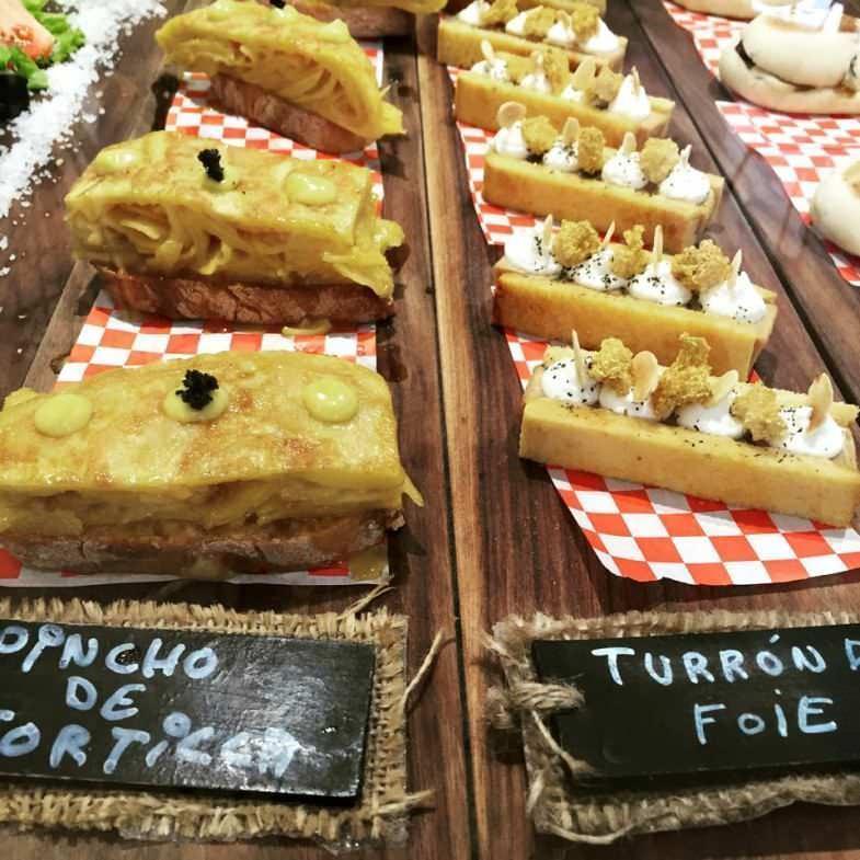 Pinchos de tortilla y de foie