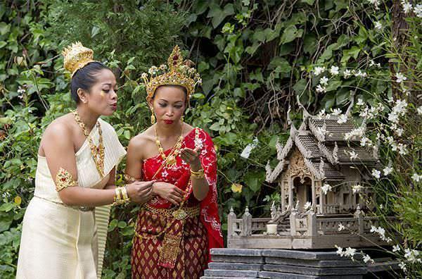 Indumentaria fiesta tradicional tailandesa
