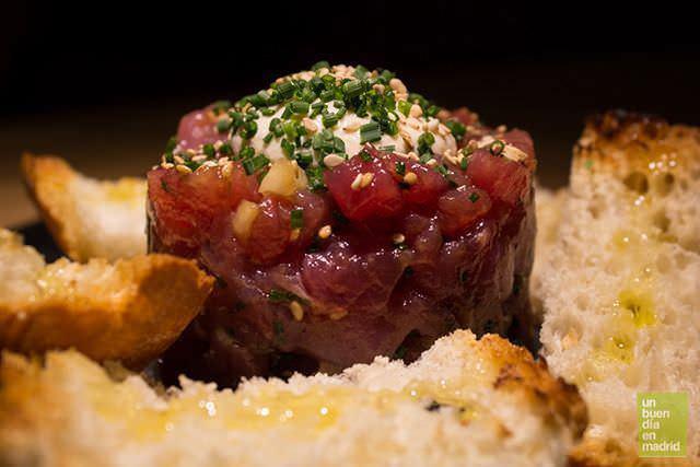 tartare de atún con ajo blanco