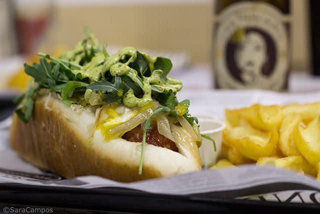 Le Parisien: queso de cabra, rúcula, compota de cebolla y miel y mostaza antigua.
