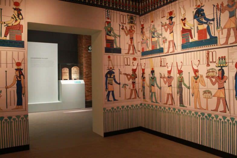 expo-cleopatra-madrid-jeroglificos