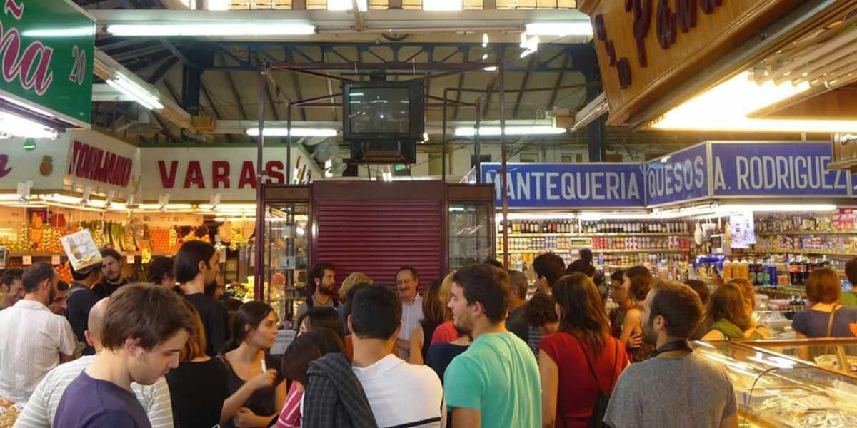 Interior del Mercado de San Fernando en Lavapiés