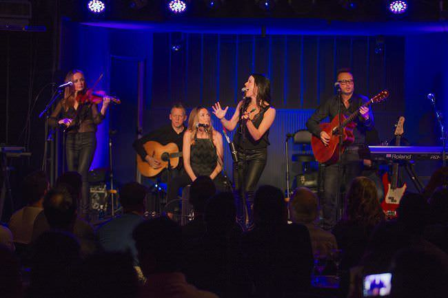 Showcase de The Corrs gracias a Mastercard Priceless Cities.