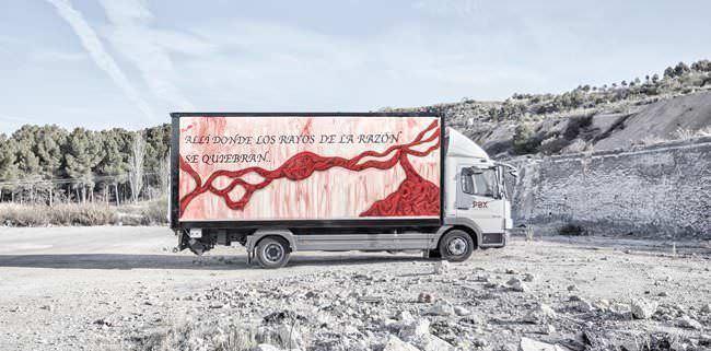 Camión decorado por Marina Vargas en el Truck Art Project