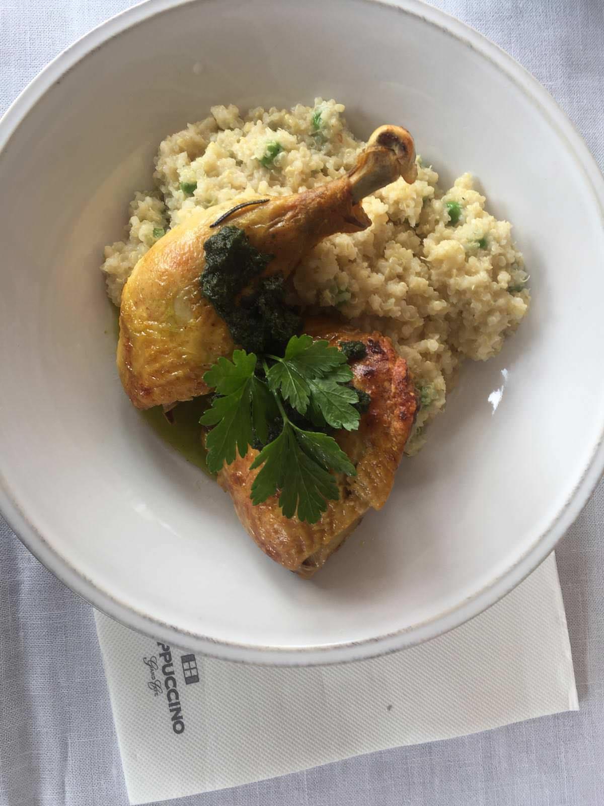 Pollo de Corral con Risotto de Quinoa en Capuccino la Moraleja