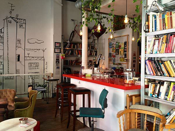 La Infinito cafeteria libreria en antón martin