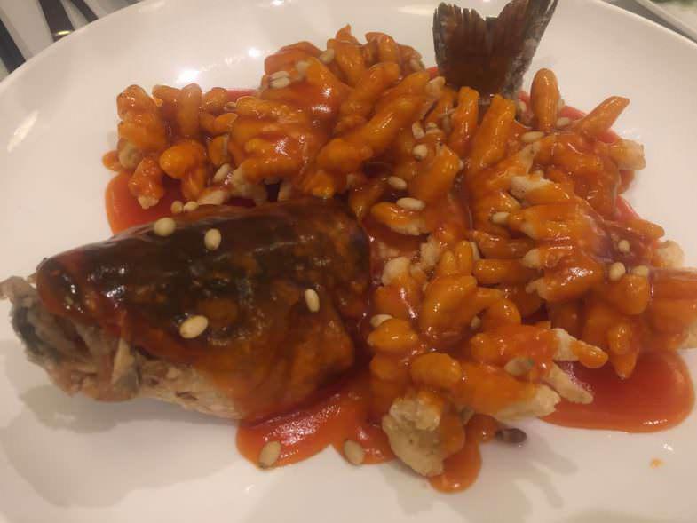 Lubina frita al puerro en Casa Lafu