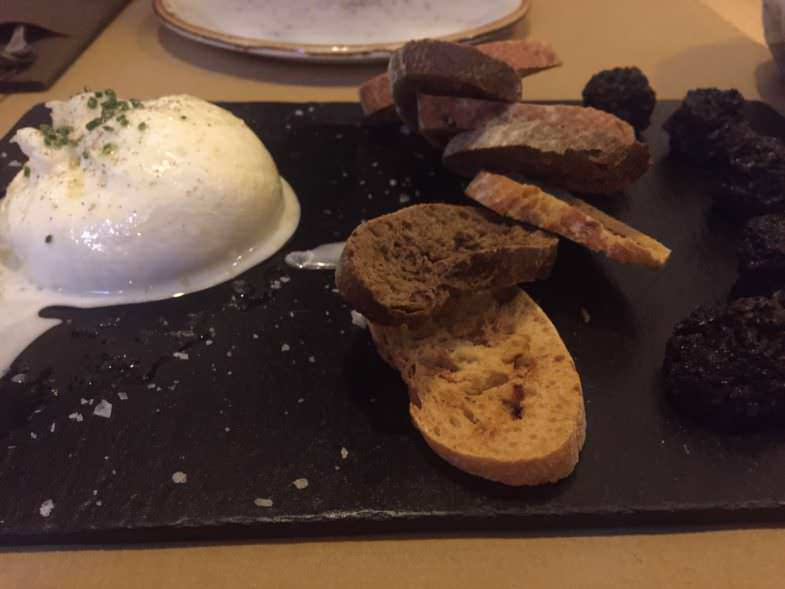 Burrata con confitura de hongos propuesta por Alberto en Top 10 restaurante