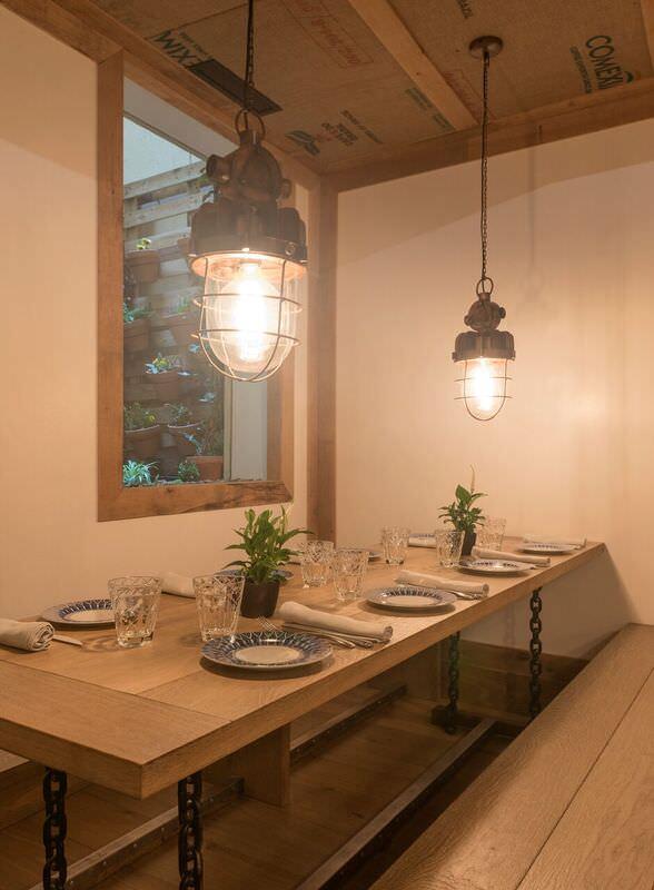 Sala con jardín interior en Bistronómika en el Barrio de las Letras