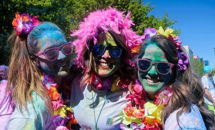 Chicas carrera de colores