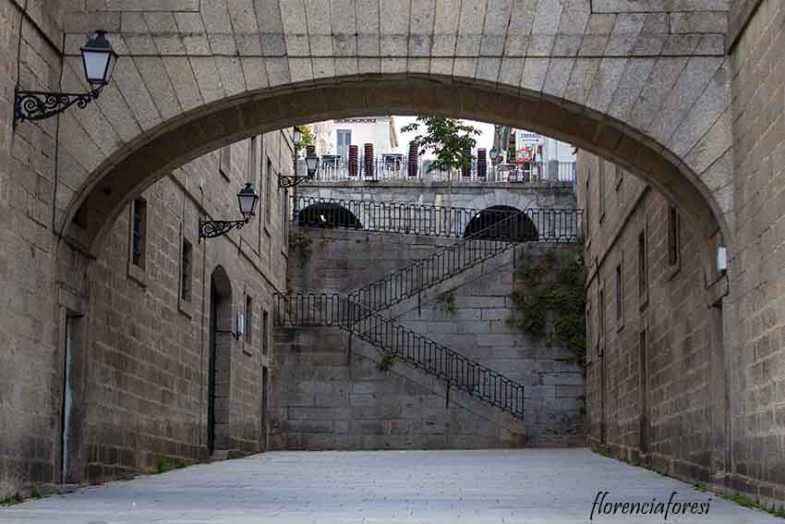 Escalinata entre las Casas de Oficios
