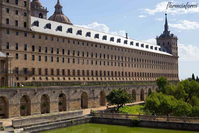 Fachada lateral al Jardín de los Frailes..