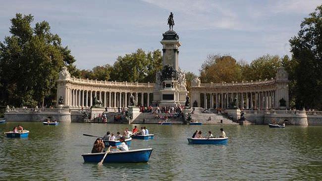 Las barcas del Retiro son ideales para un paseo acuático