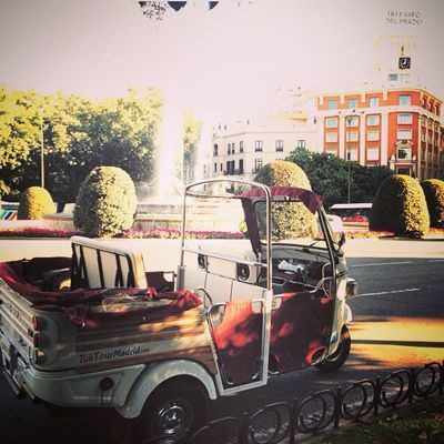 Tuk tuk, un vehículo romántico hasta en el ruido del motor