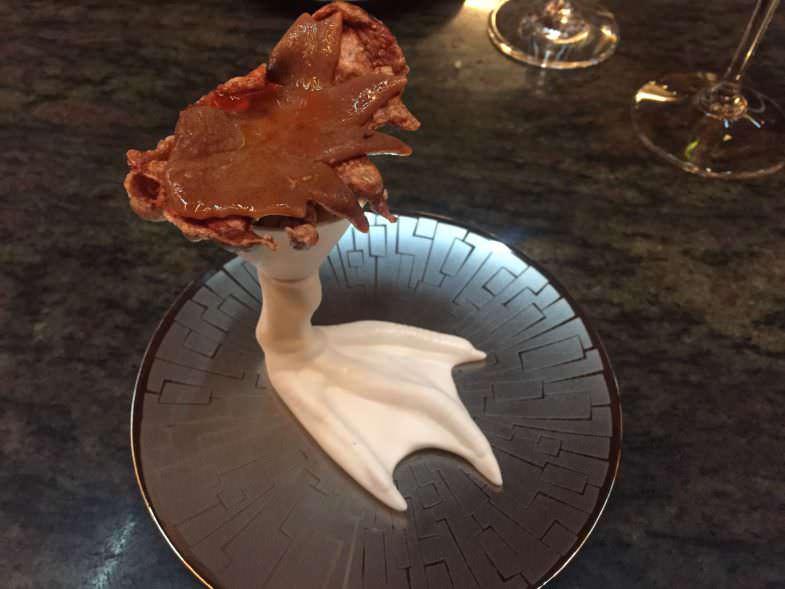 Cresta de Gallo en texturas y salsa picante