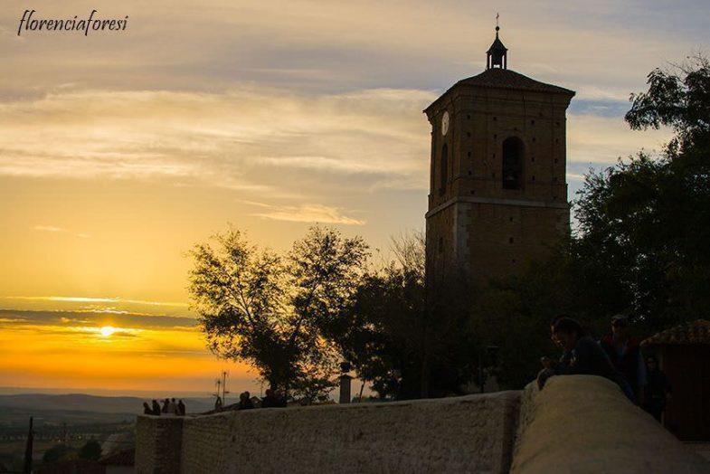 Vista del atardecer con la Torre del Reloj