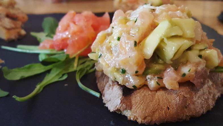 Tosta de salmón y aguacate