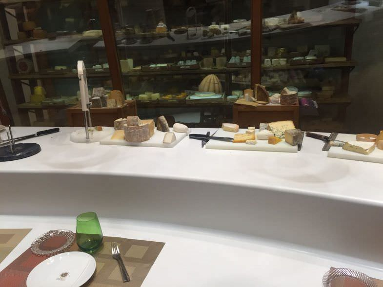 Poncelet Cheese Bar. Barra de quesos.