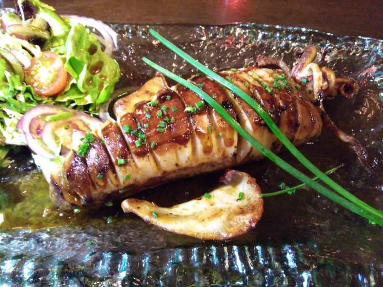 Calamar del Cantábrico relleno de verduras de temporada en Geographic Club