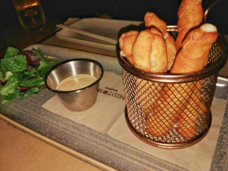 Tequeños de Panceta y Queso fresco con Salsa Chipotle