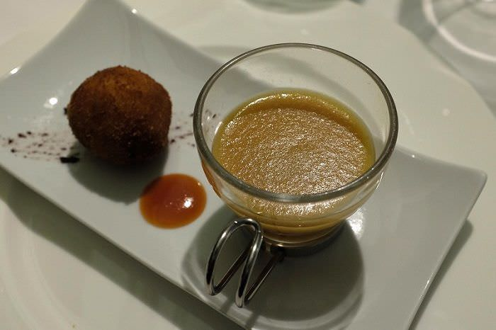 crema de marmitako y croqueta de marisco M29